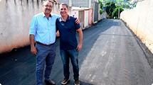 Prefeitura entrega pavimenta��o da viela No� Pedroso no Jardim Nova Bras�lia